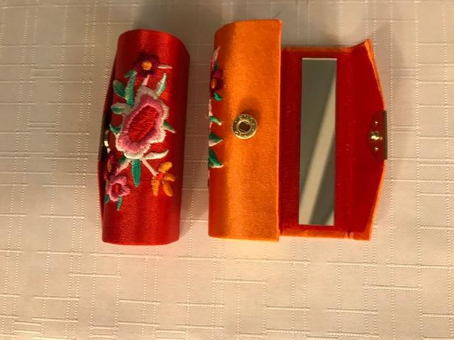 Etui soie brodée avec miroir pour rouge à lèvres  2€ (Ref : P_14)